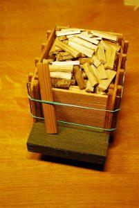 Tender mit Holzladung und herausgenommenem Sicherungsbrett