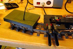 Batteriekabel durch Tenderboden