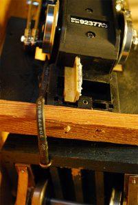 Pufferbohle an der Lok vormontiert, Aufnahme für Ozark Kupplung
