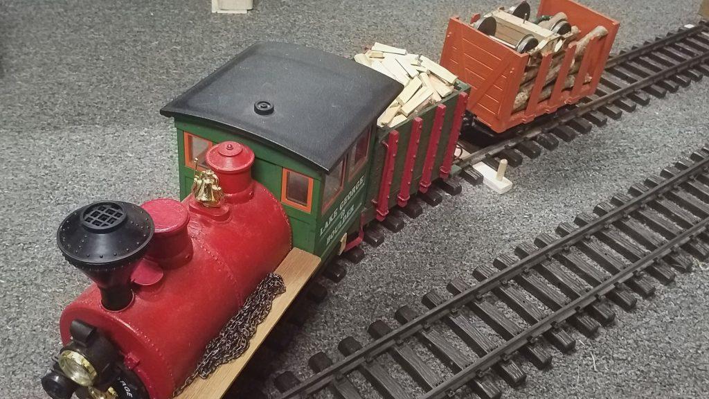 Der beladene Zug verlässt den Lieferanten...