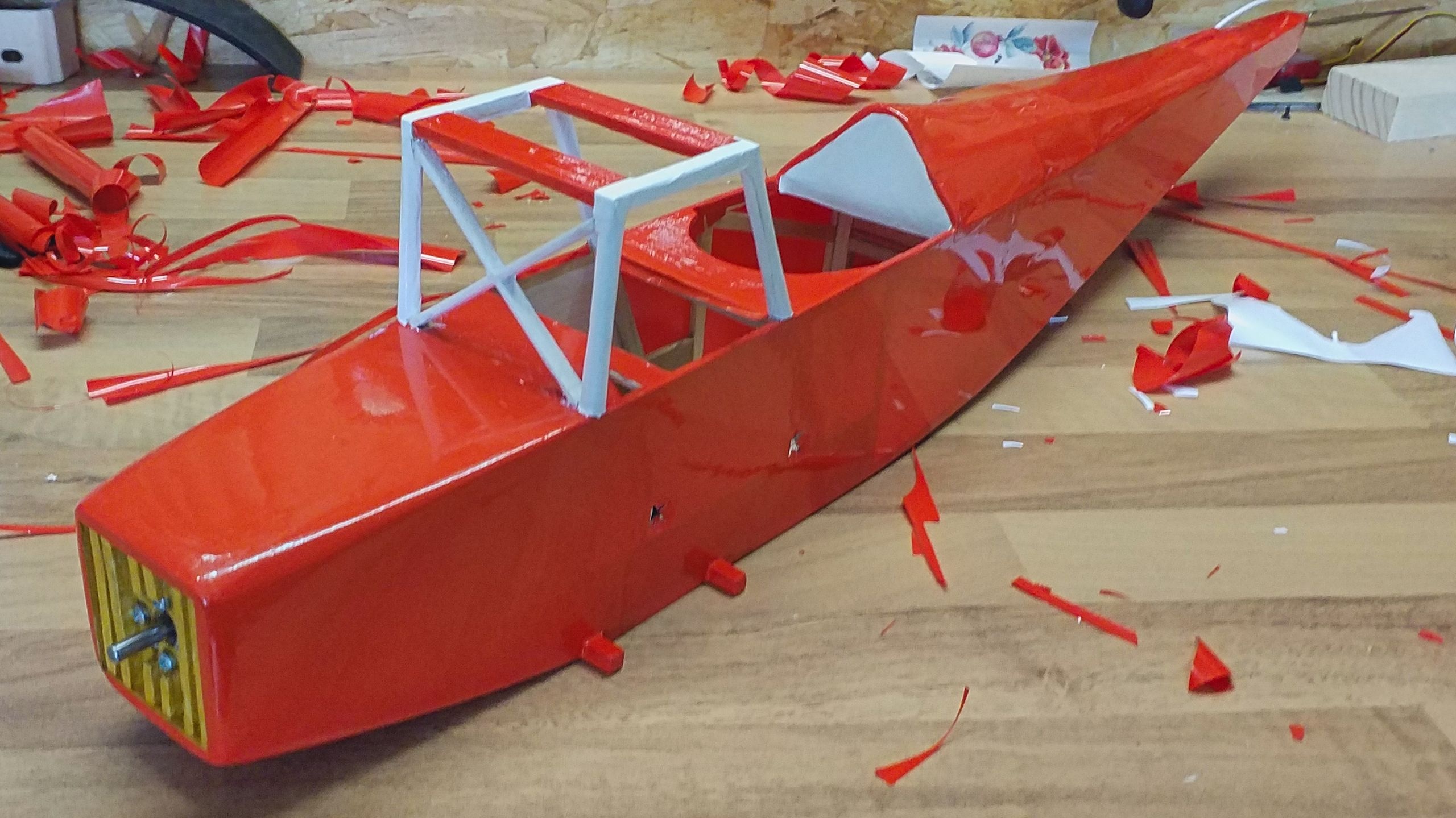The upper wing's mounting, the undercarriage's mounting and the seatback are finished.