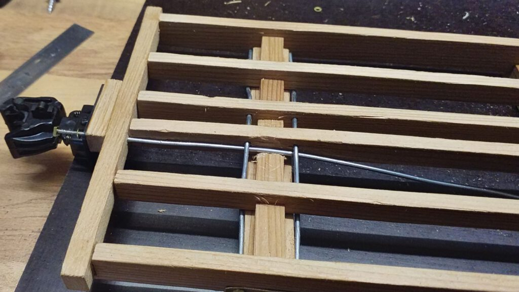 The trusses are threaded into the frame and additionaly secure the knuckle couplers.