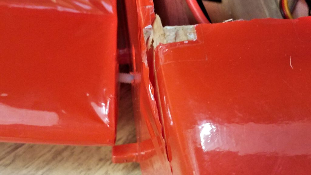 The fuselage has split on the right side. That's what consumed most of the impact's energy.